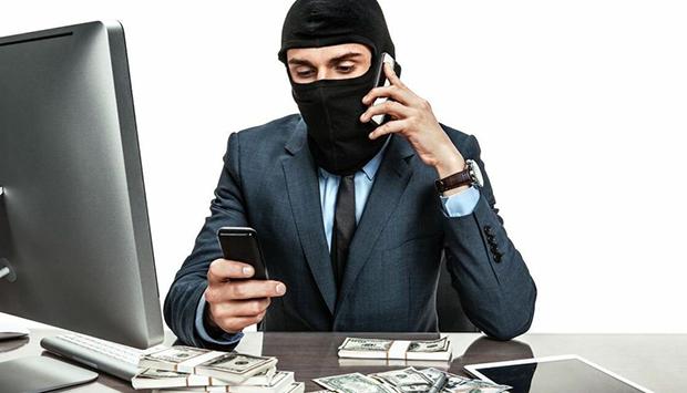 В России резко увеличилось количество мошенников, которые обманывают людей, представляясь сотрудниками банков, сколько номеров уже признано подозрительными и какие действия предпринимают операторы сотовой связи – читайте в материале на официальном сервисе проверки CheсkPerson
