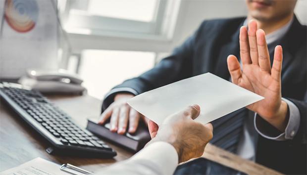 Министерство финансов предлагает запретить банкам навязывать клиентам дополнительные услуги, какое наказание ждет финансовые организации – читайте в материале на официальном сервисе проверки CheсkPerson